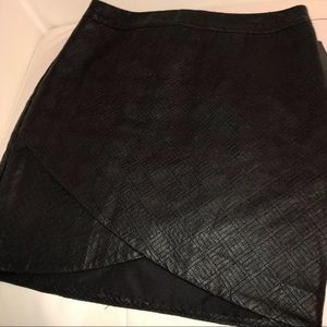 Faux leather tulip quilted skirt